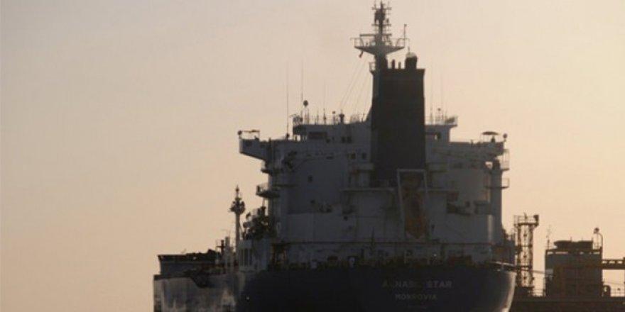 Kızıldeniz'de Suudi petrol tankeri vuruldu