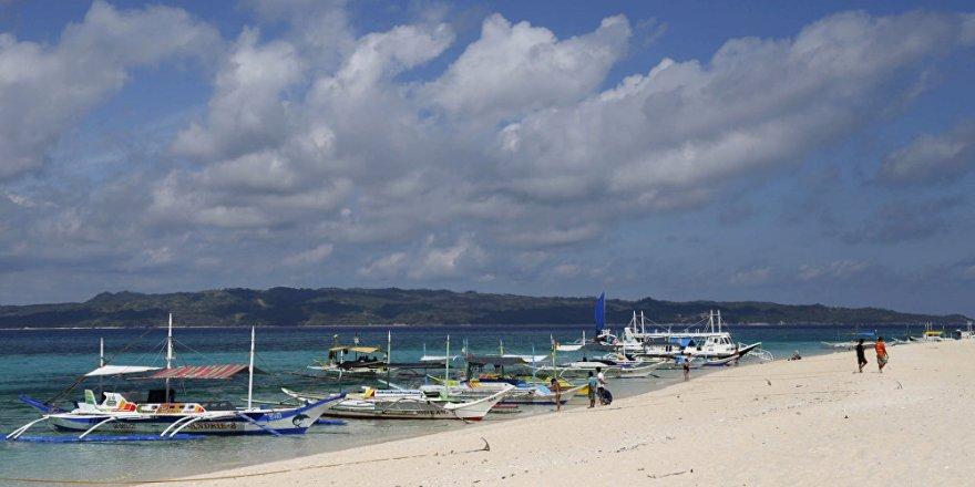 Turistik ada çevre kirliliği nedeniyle kapatıldı