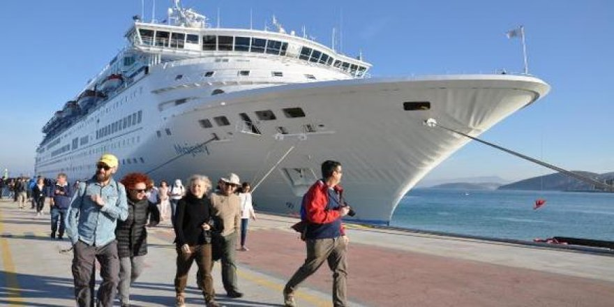 Kuşadası Ege Port Limanı'na 140 gemi turist yağdıracak