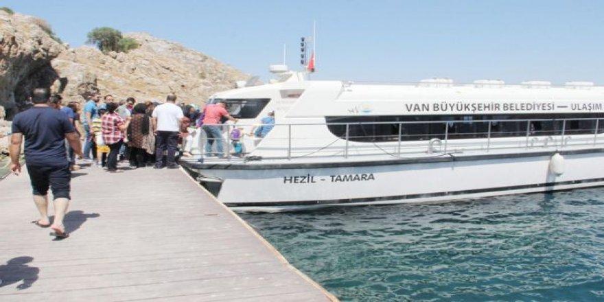 Van Gölü'nde deniz otobüsleri seferlerine başladı