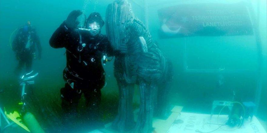 Denizin altında 30 saat 20 dakika
