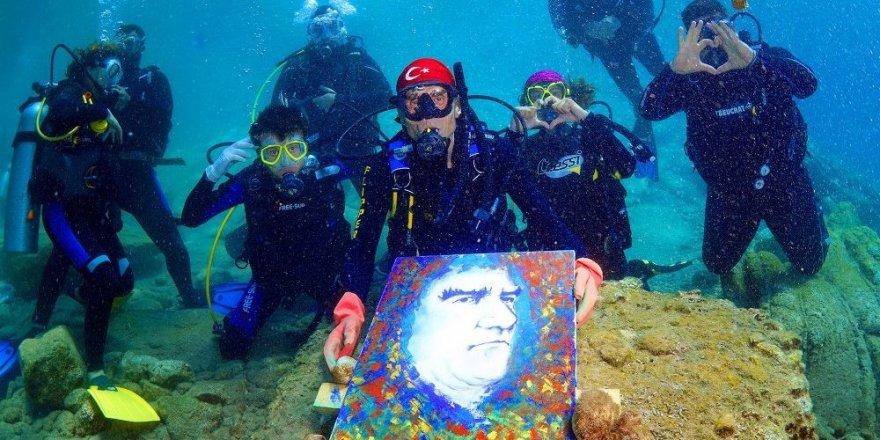 Denizin Altında Resim Yaptılar