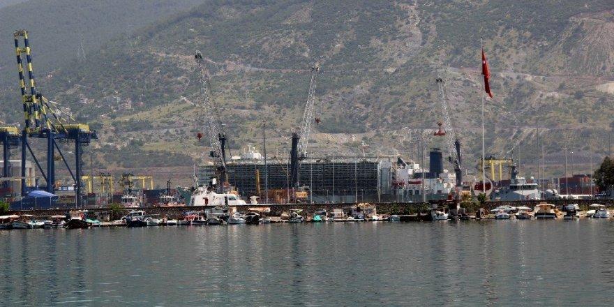 İthal anguslar İskenderun Limanı'na geldi