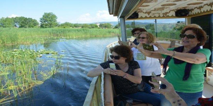 Saltanat kayıklarıyla göl turu