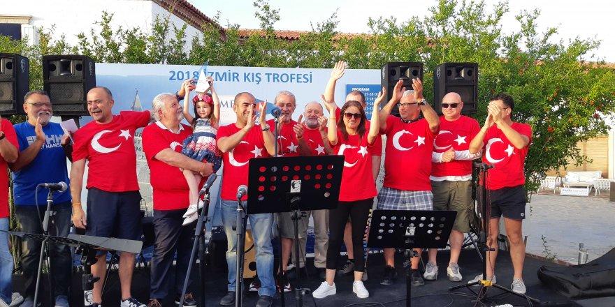 19 Mayıs Coşkusu, Çeşme Körfezi'ni Ay-Yıldız'la Donattı