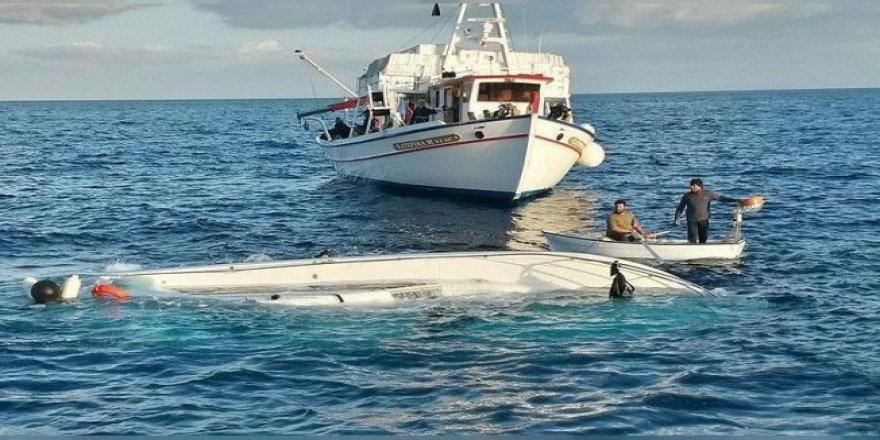 Alabora olan teknedeki 2 kişi yaralı kurtuldu