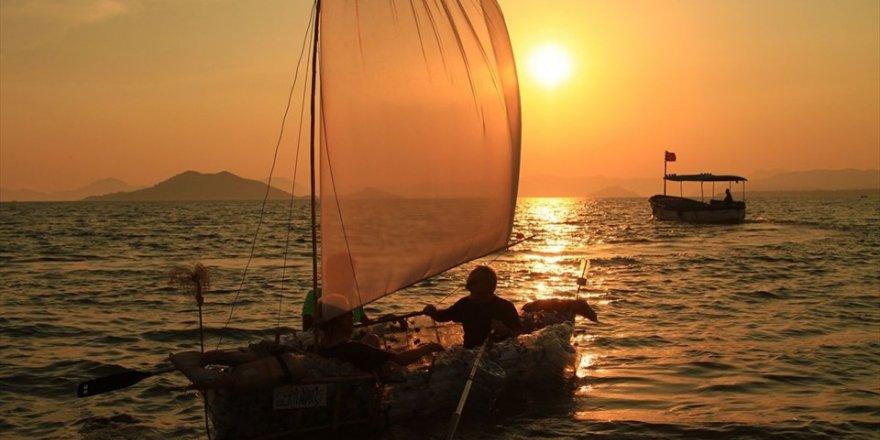 Atık pet şişelerden yapılan tekne denize indirildi