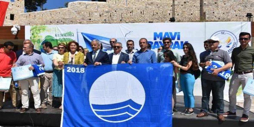 Kuşadası'nda 22 plaja mavi bayrak asıldı
