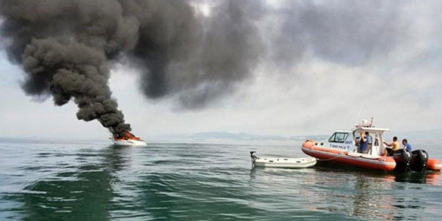 Yalova açıklarında tekne alev alev yandı