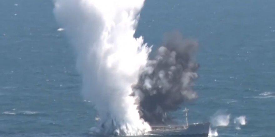 TCG Yıldıray, bir gemiyi torpido atışıyla batırdı
