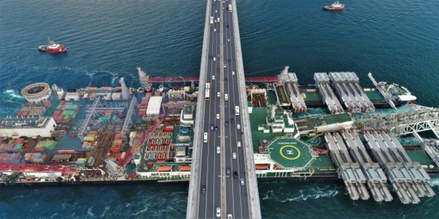 Dev inşaat gemisi İstanbul Boğazı'nda