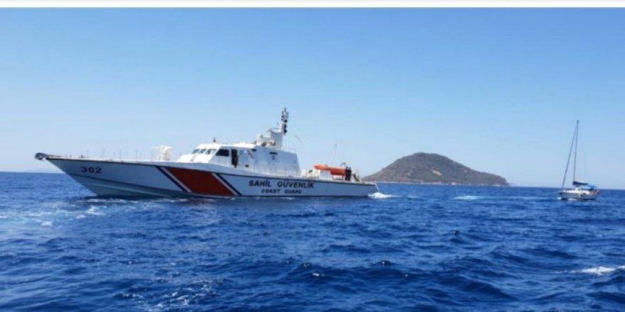 Sürüklenen tekneyi Sahil Güvenlik kurtardı