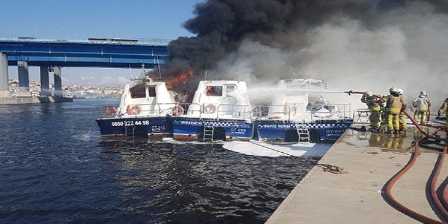 Haliç'te deniz taksiler alev alev yandı