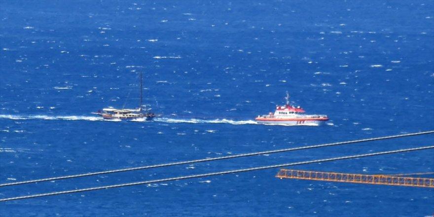 Arızalanan tekneyi 'KIYEM 2' kurtardı