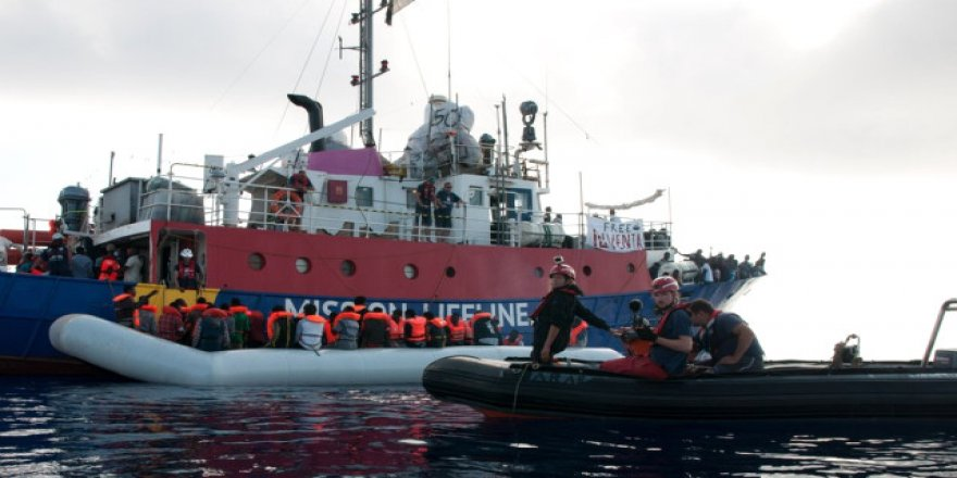 450 göçmenin Sicilya'ya yanaşmasına izin çıktı