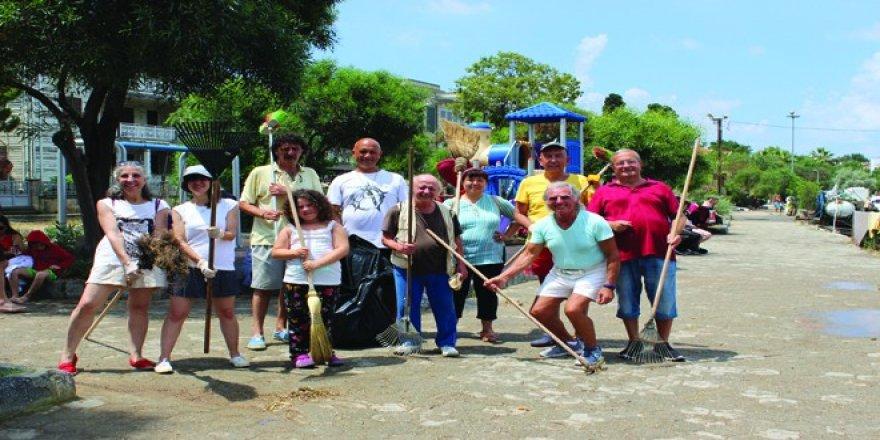 Adaları çöp tehdidine karşı koruyorlar