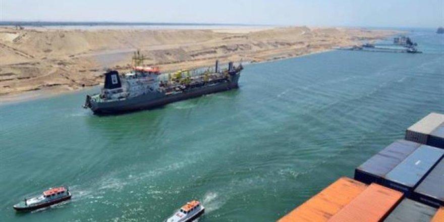 Süveyş Kanalı'nda 5 gemi çarpıştı
