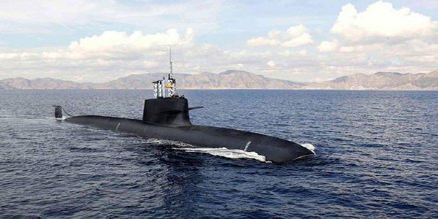 İspanyol denizaltı limana sığmadı