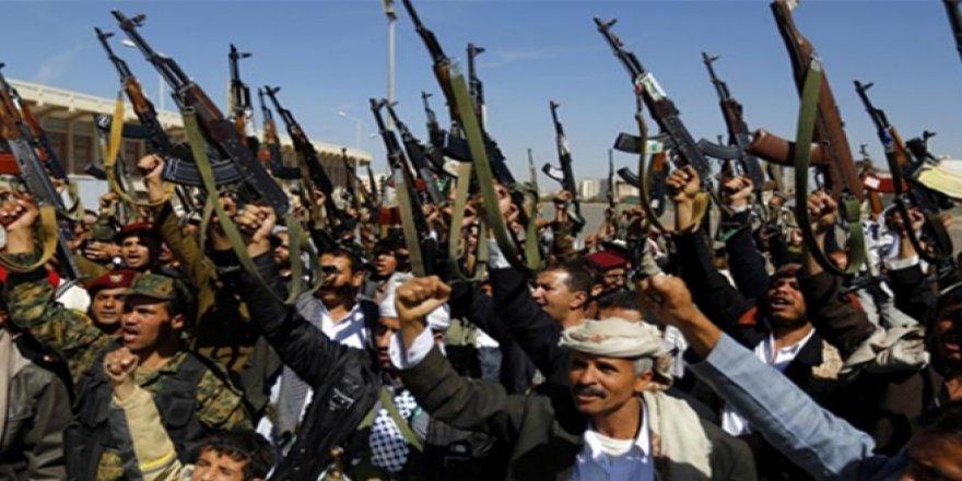 Husiler El-Muha Limanı'na saldırdı