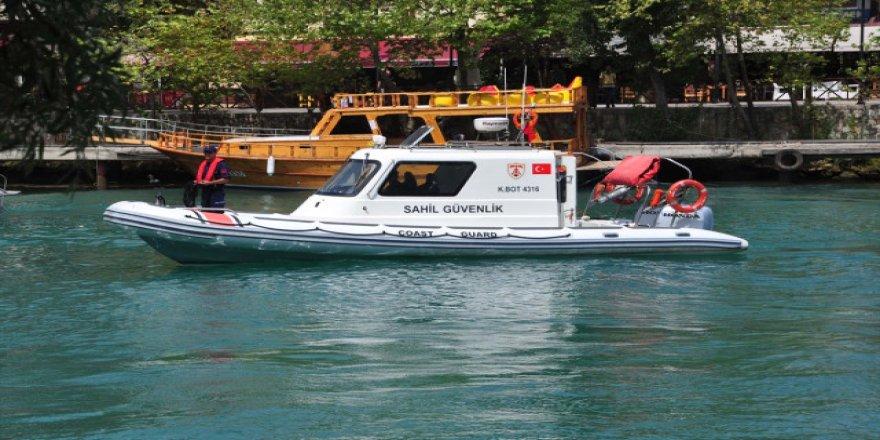 Manavgat Irmağı'na 2 Sahil Güvenlik botu