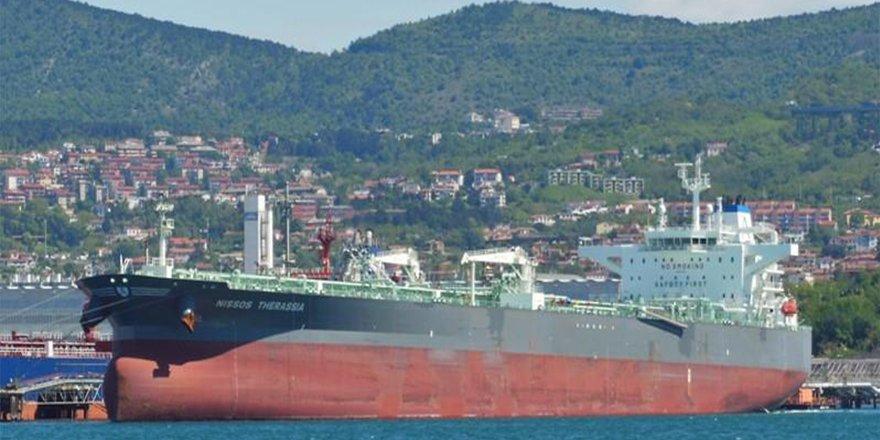 Yunan tankeri İstanbul Boğazı'nda arızalandı