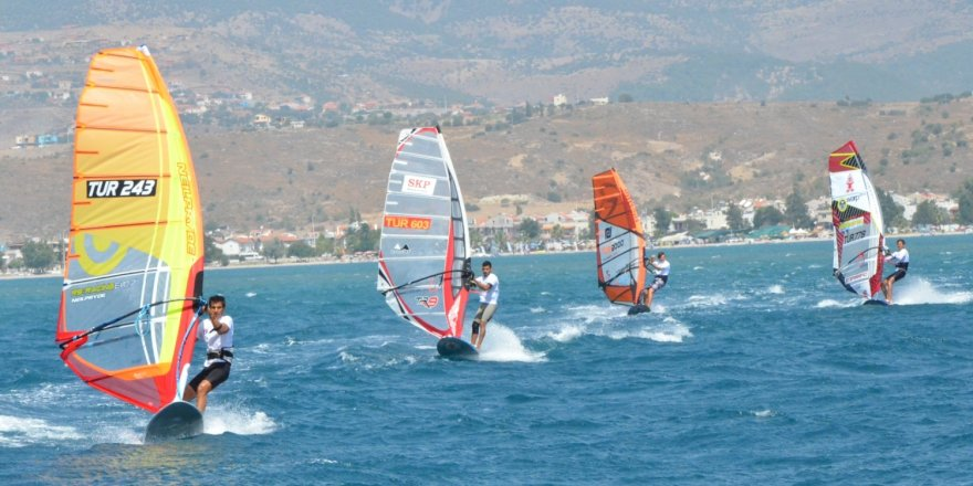 Sörf Türkiye ligi rüzgarı Dikili'de esecek