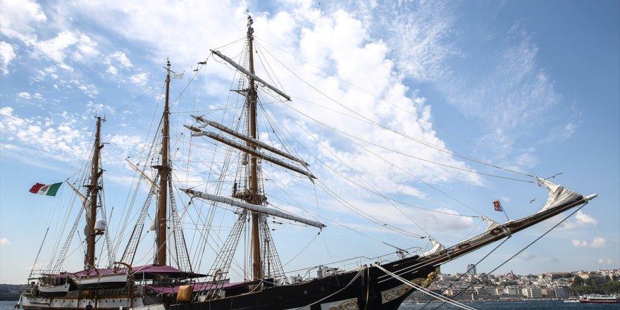 """İtalyan eğitim gemisi """"Palinuro"""" İstanbul'da"""