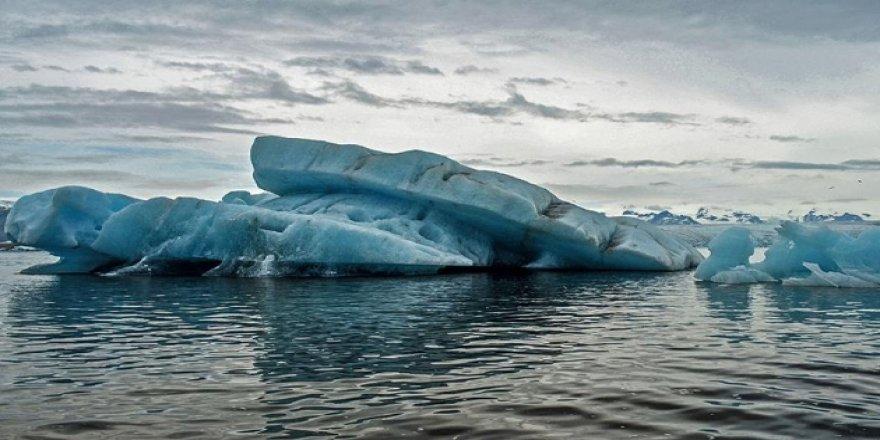 Grönland'da buzul koptu, 1 ölü 2 kayıp
