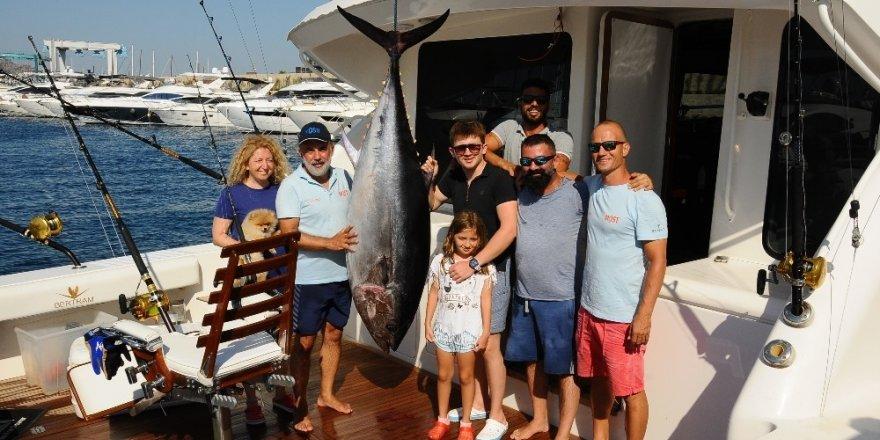 İşadamları en büyük balığı tutmak için yarıştı
