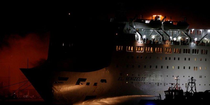 Yunanistan'da gemi yangını henüz söndürülemedi