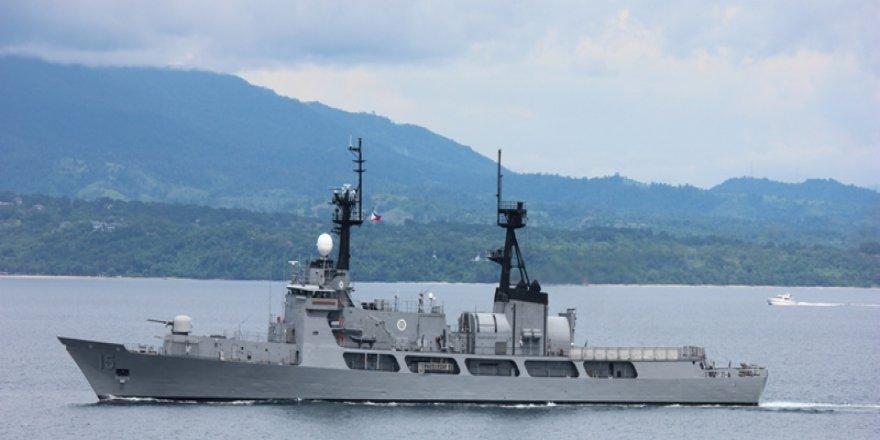 Karaya oturan savaş gemisi kurtarıldı