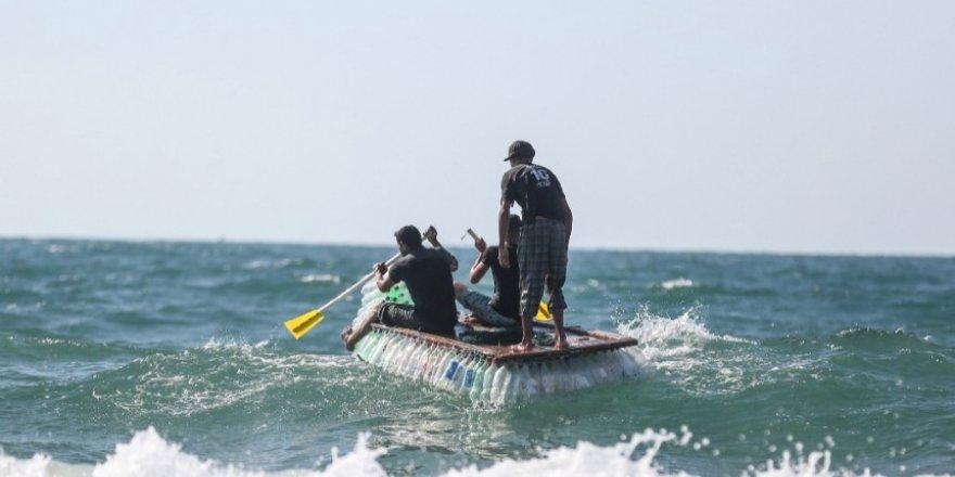 700 pet şişeden yaptığı tekne ile balıkçılık yapıyor