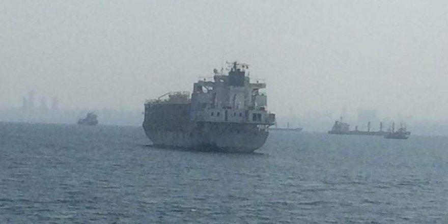 İstanbul açıklarındaki o gemi demir aldı!