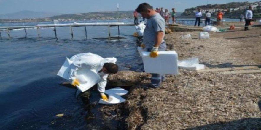Foça'yı kirleten gemi tespit edildi