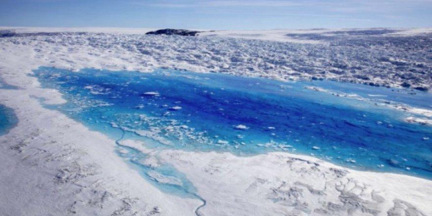 Grönland'daki buzul tabakası gün geçtikçe eriyor