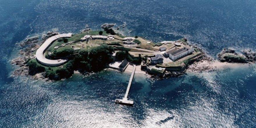 Tarihi Drake Adası satışa çıkarıldı