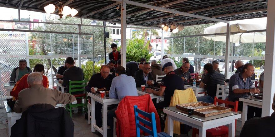 Çeşme Marina'da Tavla Turnuvası yapıldı