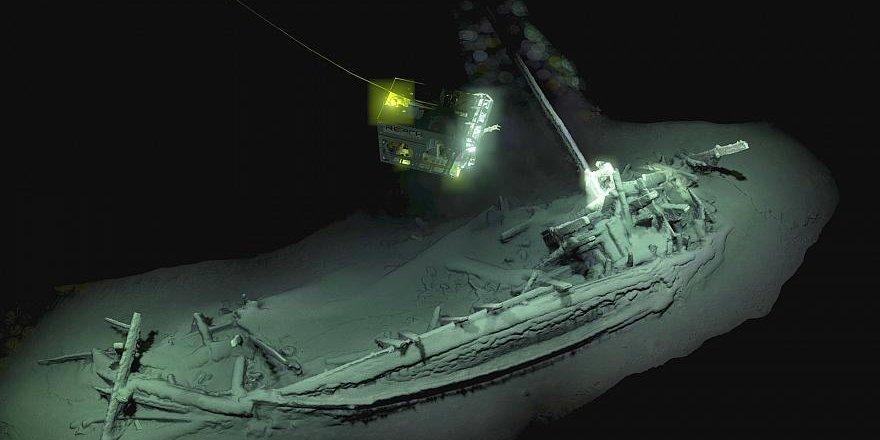Karadeniz'de 2400 yıllık gemi bulundu