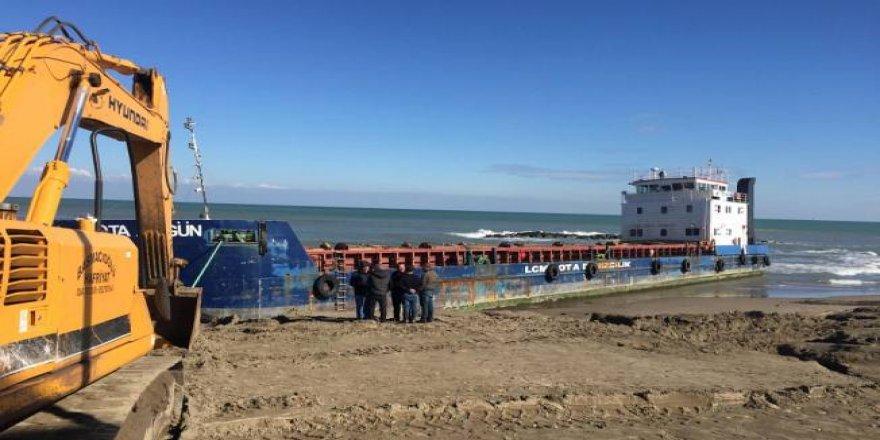 Karaya oturan gemiyi kurtarma çalışması başladı