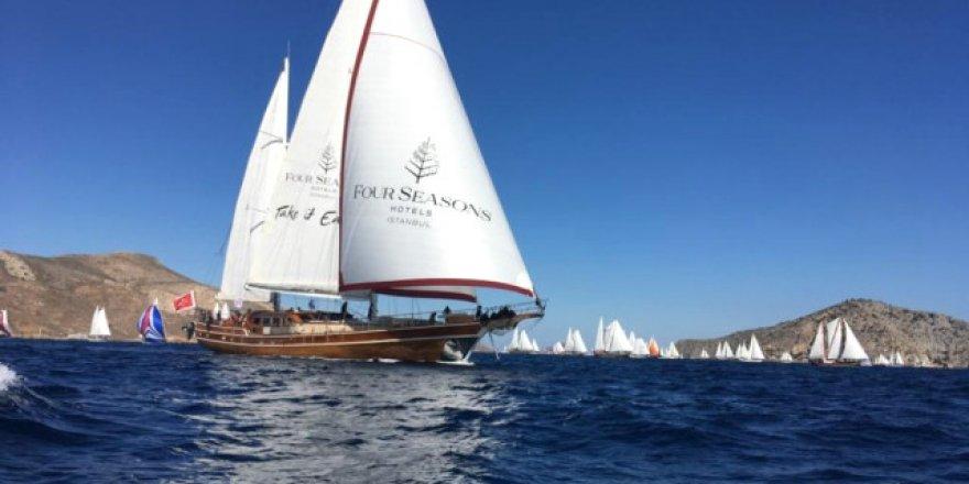 120 yelkenli tekne ve bin 500 yarışmacı yola çıktı