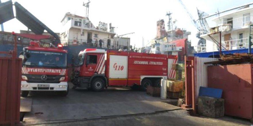 Tuzla'da tersanedeki gemide yangın