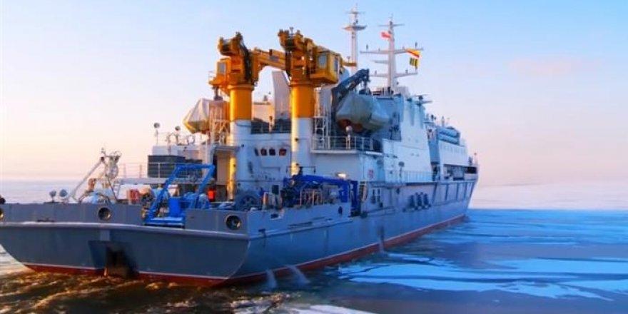 Rus askeri dalgıçlar 416 metreye daldı