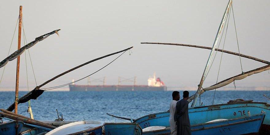 İran, ambaroyu delmek için tankerleri görünmez kılıyor