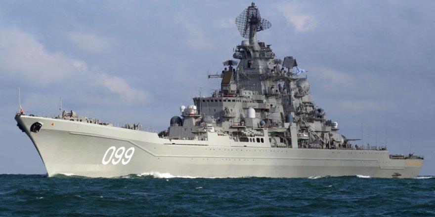 Pyotr Velikiy kruvazörü Barents Denizi'nde tatbikatta
