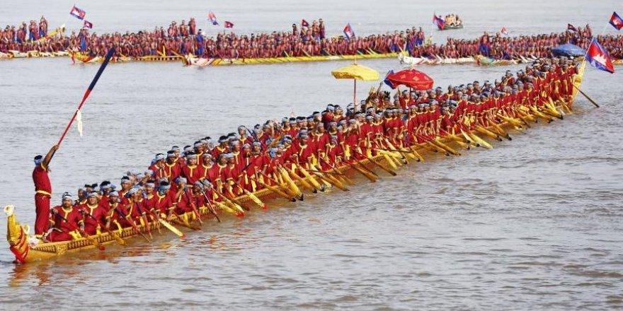 Dünyanın en uzun dragon teknesi
