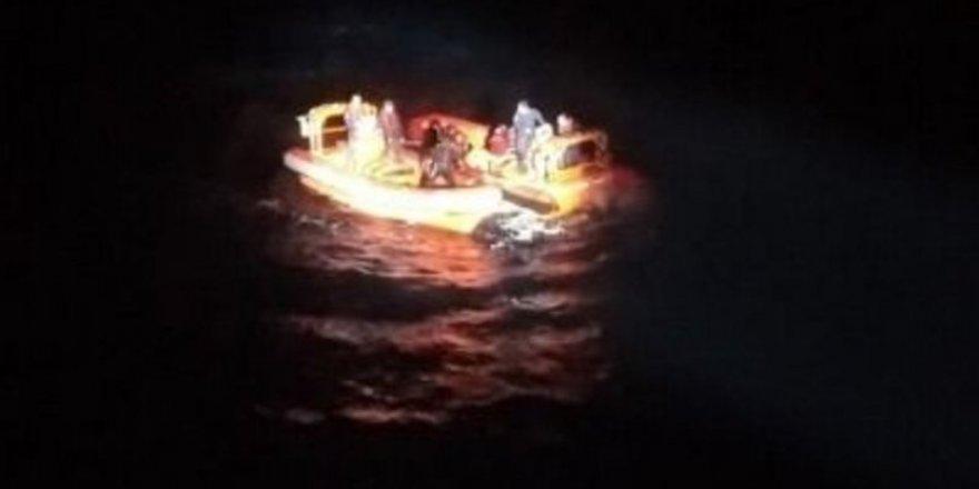 Bodrum'da göçmen teknesi parçalanarak battı!