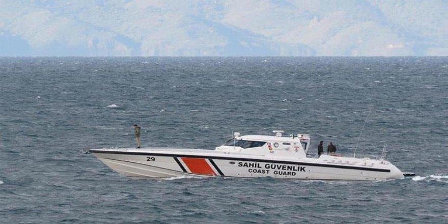Teknedeki yaralıyı Sahil Güvenlik kurtardı