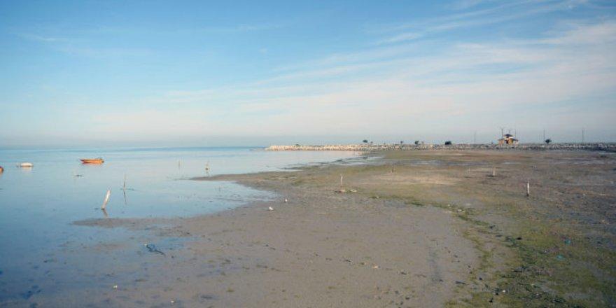 Hazar'da sular çekildi, Gez Limanı atıl hale geldi