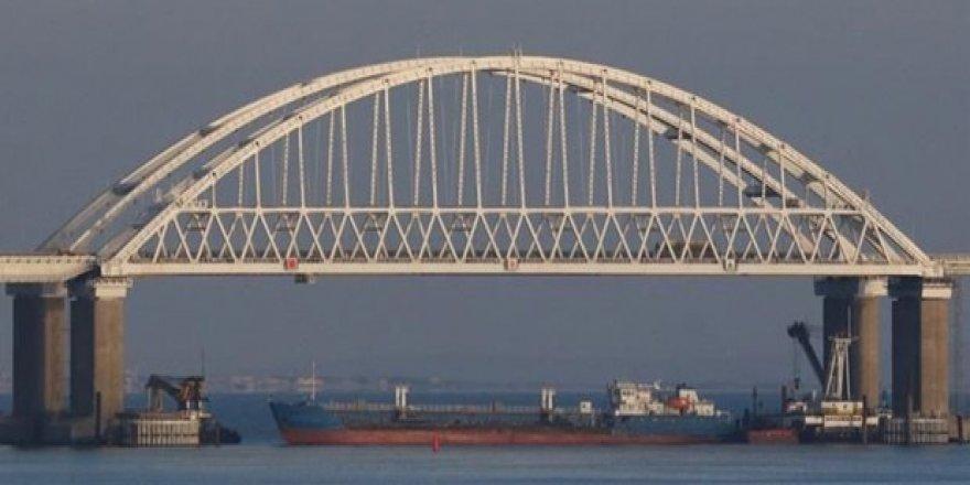 Rusya Kerç Boğazı'nı gemi trafiğine tekrar açtı