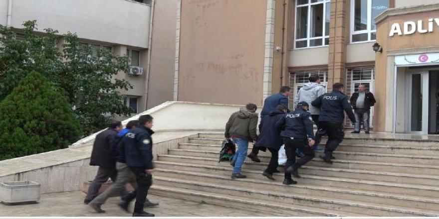 Rüşvet operasyonuna 8 tutuklama